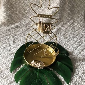 Pineapple gold jewelry stand